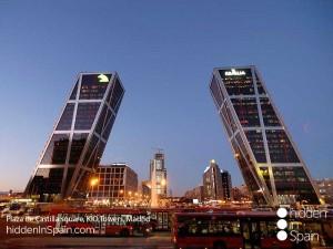Plaza_de_Castilla_square_Kio_Towers_Madrid