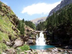 cola-de-caballo-waterfall-pyrenees